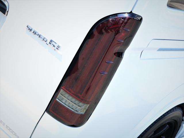 スーパーGL ダークプライムII レイズ18AW トーヨータイヤ FLEXオリジナルデルフィーノラインフロントエアロ フローリング施行 高さ調整式ベッドキット カロッツェリアSDナビ フルセグTV ビルトインETC(18枚目)
