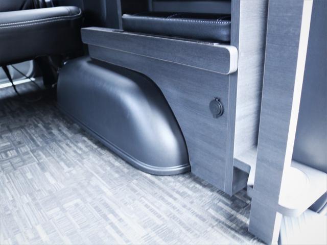 GL 内装アレンジVER1.5 ベッド テーブル 重歩行フローリング パナソニックSDナビ フルセグTV DVD再生 後席モニター デルフ17AW ナスカータイヤ ローダウン(38枚目)