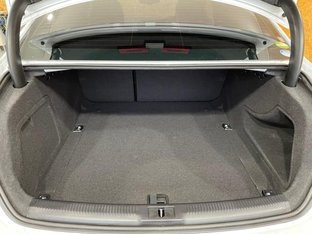 2.0TFSIクワトロ Sライン ハーフレザー クルコン ドラレコ 4WD 18インチAW パドルシフト ステアリングスイッチ シートヒーター ナビ バックカメラ パワーシート DVD再生 Bluetoothオーディオ接続(40枚目)