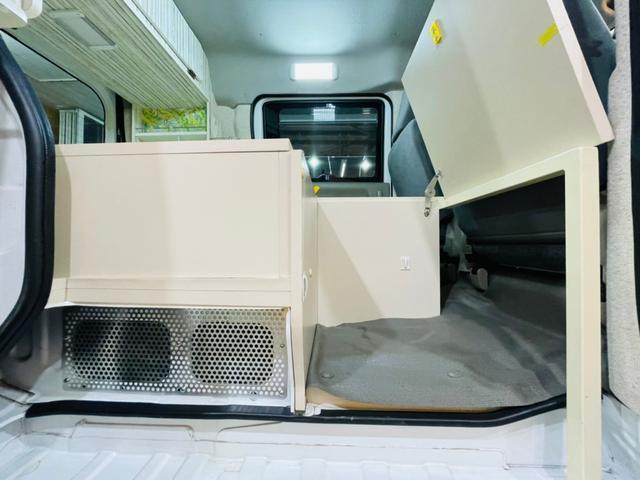 キャンピング仕様 全塗装済み 社外ナビ バックカメラ KENWOODドライブレコーダー サブバッテリー 室内テーブル 補助マット 大容量収納 外部電源 構造変更定員2名 後部座席網戸装着 ETC(36枚目)