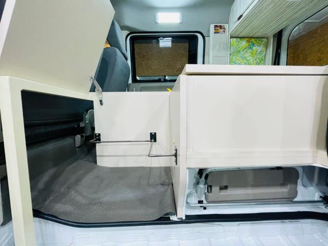 キャンピング仕様 全塗装済み 社外ナビ バックカメラ KENWOODドライブレコーダー サブバッテリー 室内テーブル 補助マット 大容量収納 外部電源 構造変更定員2名 後部座席網戸装着 ETC(37枚目)