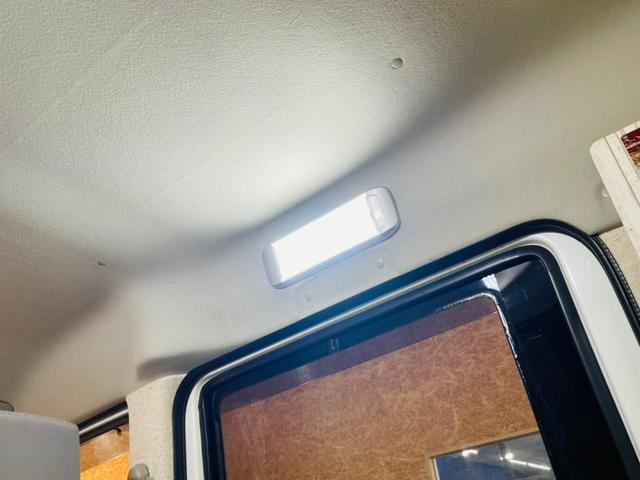 キャンピング仕様 全塗装済み 社外ナビ バックカメラ KENWOODドライブレコーダー サブバッテリー 室内テーブル 補助マット 大容量収納 外部電源 構造変更定員2名 後部座席網戸装着 ETC(48枚目)