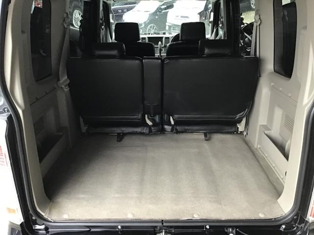 トランク部分も目立つシミや汚れはございません。広さもあり大きめの荷物も積めます^^