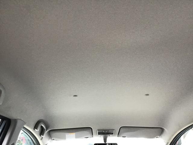 天井部分もシミひとつございません。