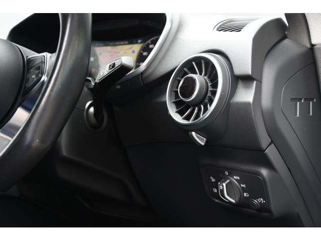 BMW純正のポリマーコーティングは輸入車の塗装にマッチします。皮膜の厚さと水に濡れたような艶が自慢です。航空機のボディーコート材としても使われております。またはG'zoxのガラスコーティングも施行可能