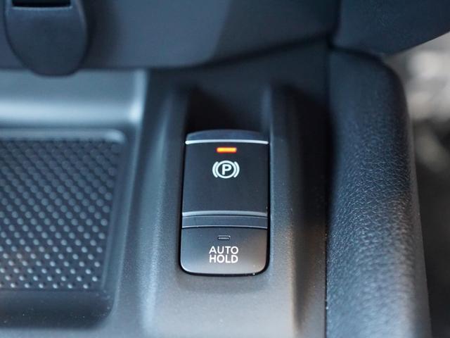 【 オートホールドブレーキシステム 】赤信号でブレーキをかけた状態にセットできます
