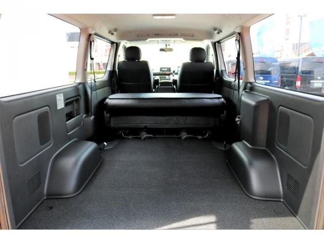 2.8 スーパーGL ロング ディーゼルターボ ディーゼル 2WD 4型 ブラック 1.5インチローダウン フロントスポイラー ウィンカーミラー 17インチアルミ ナスカータイヤ LEDテール シートカバー ベッドキット SDナビ ETC Bカメラ(4枚目)