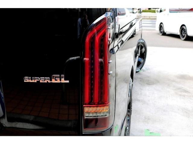 2.8 スーパーGL ロング ディーゼルターボ ディーゼル 2WD 4型 ブラック 1.5インチローダウン フロントスポイラー ウィンカーミラー 17インチアルミ ナスカータイヤ LEDテール シートカバー ベッドキット SDナビ ETC Bカメラ(12枚目)