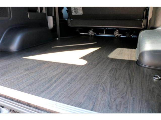 スーパーGL ダークプライムII ディーゼル 2WD 5型 パールホワイト フロントスポイラー 17インチアルミ ナスカータイヤ LEDテール フロア施工 SDナビ ETC バックカメラ LEDヘッドライト スマートキー(18枚目)