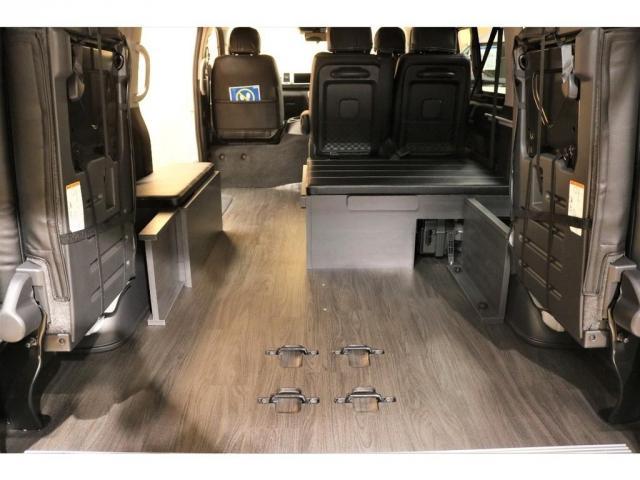 GL ガソリン 4WD 6型 パールホワイト フロントバンパーガード オーバーフェンダー 16インチアルミ オールテレーンタイヤ ベッドキット テーブルキット フロア施工 シートカバー SDナビ ETC(4枚目)