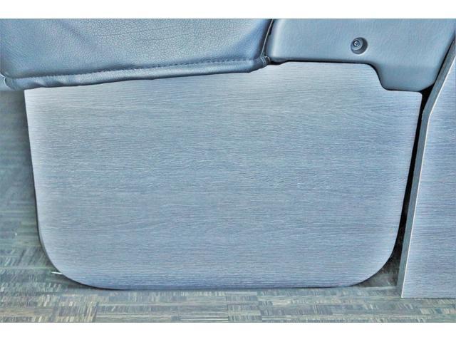 GL ロング ハイエースワゴン GL 2WD パールホワイト Ver1.5 1.5インチローダウン オーバーフェンダー 17インチアルミ LEDテール ベッド テーブル フロア施工 SDナビ ETC フリップダウン(40枚目)