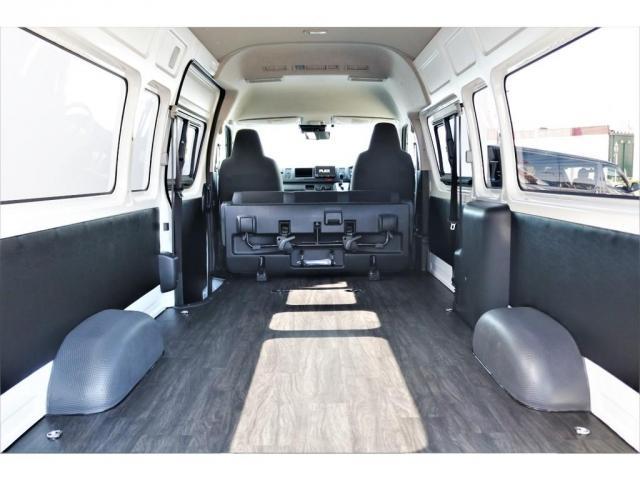 DX ワイド スーパーロング GLパッケージ ハイエースバン DX スーパーロング ディーゼルターボ 4WD 6型 パールホワイト  フロア施工 17インチアルミ オーバーフェンダー フロントスポイラー LEDテールランプ 8インチSDナビ(5枚目)