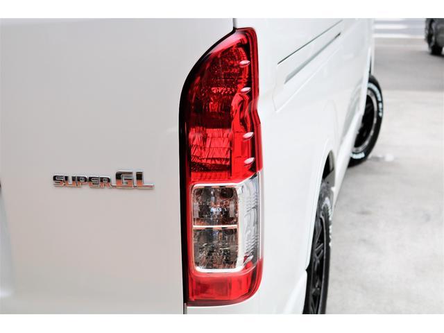 スーパーGL ダークプライムII ロングボディ パールホワイト 4WD 6型 バンパーガード オーバーフェンダー 16インチAW TOYOオープンカントリータイヤ LEDテールランプ  SDナビ(30枚目)