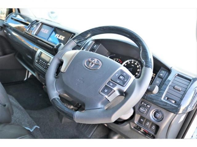 GL ロング ファインテックツアラー 4WD 寒冷地仕様 キャプテンシート トリプルモニター 1.15ローダウン 17インチAW ホワイトレターナスカータイヤ LEDテール ブラックレザー調シートカバー 黒木目インテリア(4枚目)