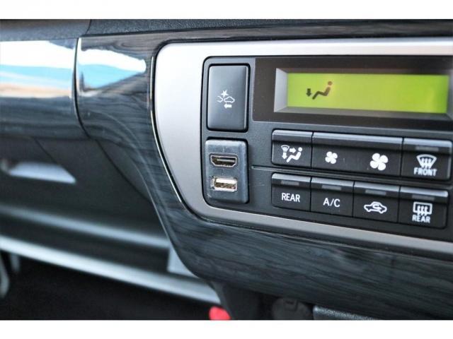 GL ロング ファインテックツアラー 4WD 寒冷地仕様 キャプテンシート トリプルモニター 1.15ローダウン 17インチAW ホワイトレターナスカータイヤ LEDテール ブラックレザー調シートカバー 黒木目インテリア(8枚目)