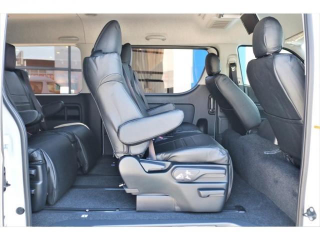 GL ロング ファインテックツアラー 4WD 寒冷地仕様 キャプテンシート トリプルモニター 1.15ローダウン 17インチAW ホワイトレターナスカータイヤ LEDテール ブラックレザー調シートカバー 黒木目インテリア(11枚目)