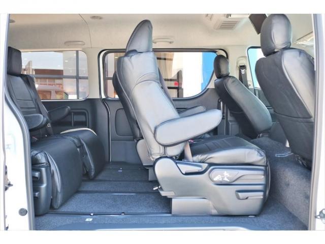 GL ロング ファインテックツアラー 4WD 寒冷地仕様 キャプテンシート トリプルモニター 1.15ローダウン 17インチAW ホワイトレターナスカータイヤ LEDテール ブラックレザー調シートカバー 黒木目インテリア(12枚目)