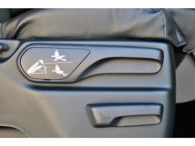 GL ロング ファインテックツアラー 4WD 寒冷地仕様 キャプテンシート トリプルモニター 1.15ローダウン 17インチAW ホワイトレターナスカータイヤ LEDテール ブラックレザー調シートカバー 黒木目インテリア(13枚目)