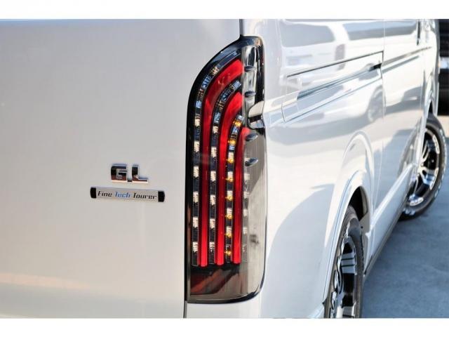 GL ロング ファインテックツアラー 4WD 寒冷地仕様 キャプテンシート トリプルモニター 1.15ローダウン 17インチAW ホワイトレターナスカータイヤ LEDテール ブラックレザー調シートカバー 黒木目インテリア(18枚目)