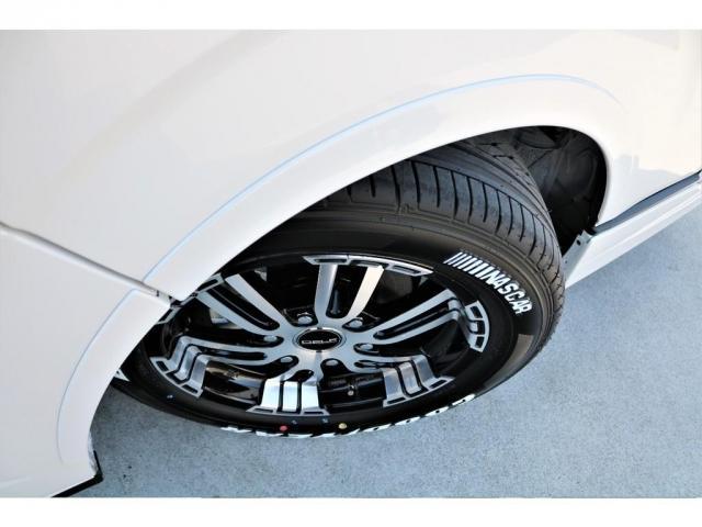 GL ロング ファインテックツアラー 4WD 寒冷地仕様 キャプテンシート トリプルモニター 1.15ローダウン 17インチAW ホワイトレターナスカータイヤ LEDテール ブラックレザー調シートカバー 黒木目インテリア(19枚目)