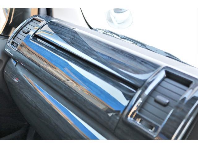 GL ロング ファインテックツアラー 4WD 寒冷地仕様 キャプテンシート トリプルモニター 1.15ローダウン 17インチAW ホワイトレターナスカータイヤ LEDテール ブラックレザー調シートカバー 黒木目インテリア(33枚目)