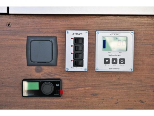 DX ロング GLパッケージ ディーゼルターボ 4WD FLEXオリジナルキャンピングNHーTYPE02 8人乗り就寝3名 サブバッテリー 走行充電 ENGEL冷蔵庫 シンク 外部電源 遮光カーテン FFヒーター(12枚目)