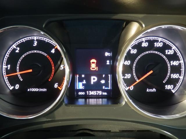 後期型からデザインが一新されたTFT液晶ですので、とても見やすいカラーディスプレイです!メーター中心のインフォメーションディスプレイには燃費計や車輌情報等、様々な情報が、解り易く表示されます。