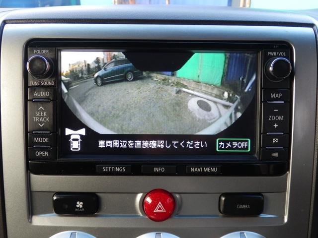 フロントカメラやサイドカメラでナビ上に画像を表示させる事が可能です。狭い場所への駐車や、T路地での死角等、とても便利な装備です。
