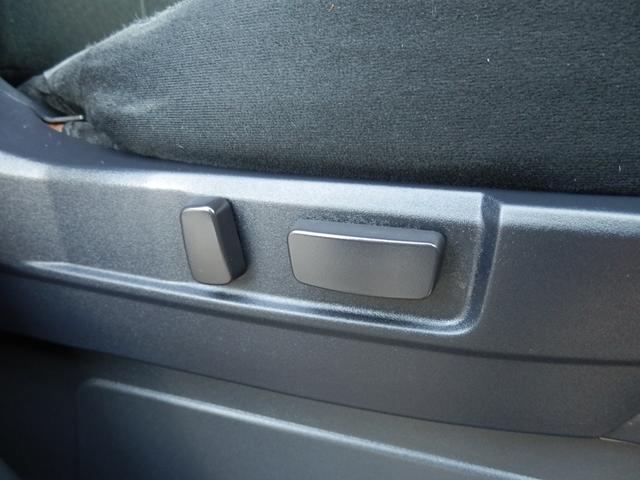 Dプレミアムですので、パワーシートも装備されております!電動でシートの高さや前後への移動調整が可能ですので、とても楽です!
