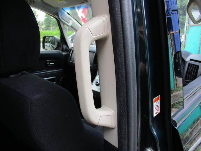 乗降時にとても便利なアシストグリップが上下に装備されておりますので、大人もお子様も楽に車内に乗り降りする事が可能です。魅力がいっぱいのデリカD:5で楽しい思い出を沢山作って下さい!