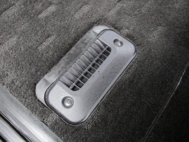 こちらが三列目をスピーディに暖まる速暖ヒーターです!寒い季節に三列目までスピーディーに暖めてくれる優れもの!以前はオプション扱いでしたが、標準装備になりとてもありがたいです!