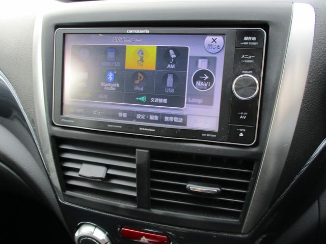 7インチワイドナビを搭載しています。音楽の録音や、地デジの視聴、DVDの視聴も可能です。