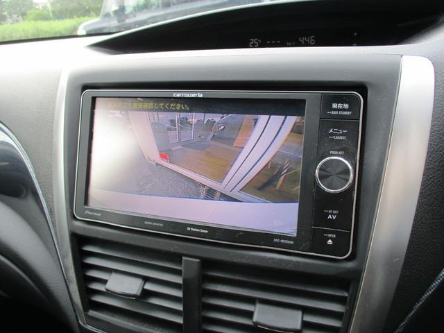 バックカメラ付きなので、バックギアに入れた際にディスプレイに車両後方の映像が表示されます。ドライバーから見えない後方の死角が視認できますので、安全性の向上にも繋がります。