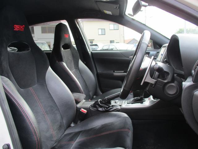 タイプS専用のバケットタイプフロントシートが装着されており、とてもスポーティなインテリアです。