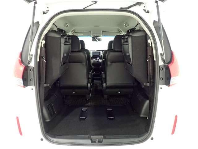 タテにもヨコにもワイドなテールゲート開口部と、低い開口部地上高により、重い荷物も簡単に積み込むことが出来ます。
