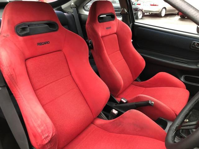 運転席側のシートにややへたりが見られます!