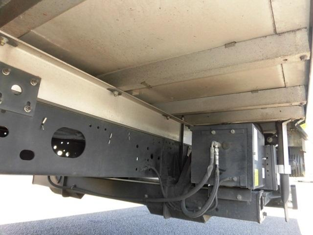 4tクラス ベッドレス 6MT 冷蔵冷凍車(11枚目)