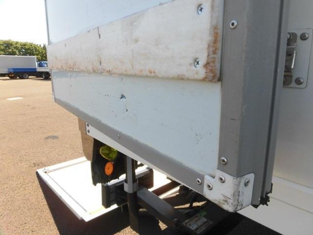 4tクラス ベッドレス 6MT 冷蔵冷凍車(12枚目)
