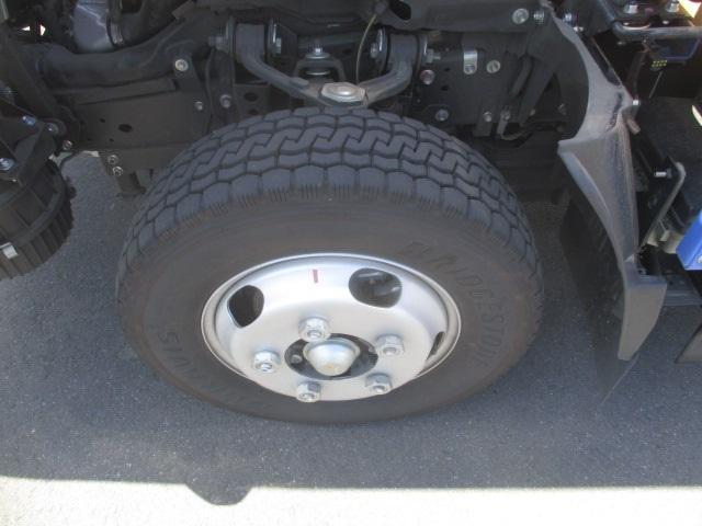 フルフラットロー 平ボディ・スムーサー・積載1.550kg・二重アオリ・アオリ穴3ヶ所・助手席側電格ミラー・キーレス・距離19.000km・取説・保証書・新普通免許対応車(6枚目)