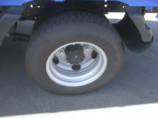 フルフラットロー 平ボディ・スムーサー・積載1.550kg・二重アオリ・アオリ穴3ヶ所・助手席側電格ミラー・キーレス・距離19.000km・取説・保証書・新普通免許対応車(7枚目)