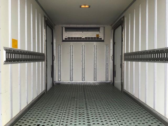 冷蔵冷凍車・東プレ製冷凍機・低温-30℃設定・ラッシング1段・積載2.000kg・床ステンレス・水抜き穴前2ヶ所・両サイドドア・助手席側電格ミラー・キーレス・取説・保証書(11枚目)