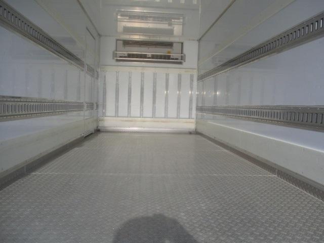 高床 冷蔵冷凍車・東プレ製・低温-30℃設定・積載2.000kg・床縞鋼板張・ラッシング2段・リア観音扉・助手席側サイドドア・新明和製格納パワーゲート・昇降能力1.000kg・助手席側電格ミラー・キーレス(10枚目)