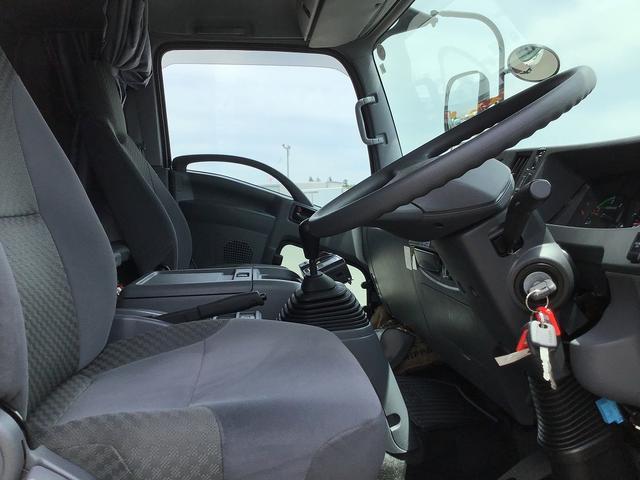 冷蔵冷凍車 6MT・東プレ製低温-30℃設定・積載2.300kg・助手席側観音扉・ラッシング2段・スタンバイ付・リア観音扉・極東開発工業製格納パワーゲート(1.000kg)・距離41.000km(15枚目)