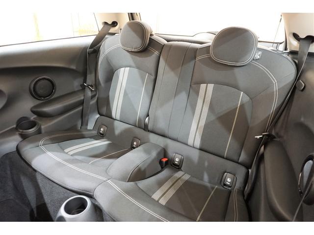 クーパーS 6速マニュアル インタークーラーターボ ワンオーナー レーダークルコン 衝突軽減ブレーキ ワンオフマフラー 純正マフラー有 スマートキー プッシュスタート 純正17AW 純正ナビ Bluetooth(15枚目)