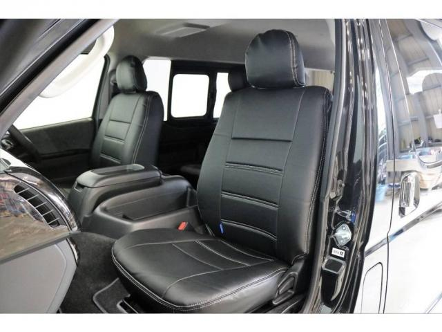シートにはフィッティングの良いFLEXオリジナルブラックレザー調シートカバーを新品で装着して高級感を演出しています。