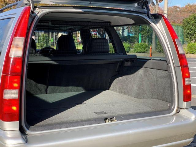 ボルボ ボルボ V70 2.4T ターボ 本革シート サンルーフ 社外HDDナビ