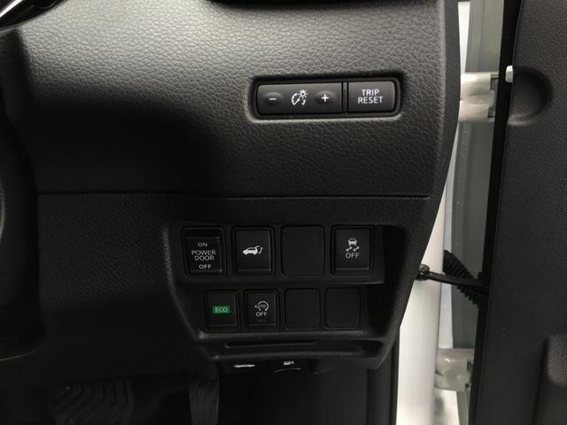 【横滑り防止機能・アイドリングストップ】横滑り防止機能などの安全装置もついており、燃費も抑えられるアイドリングもついておりますので安心にまた快適にお過ごしいただけます。
