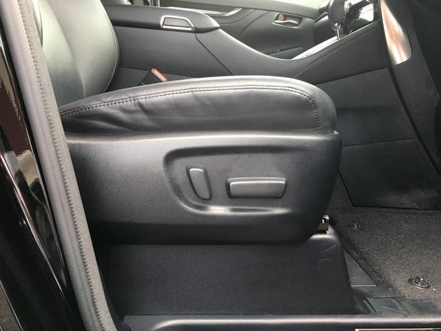 【パワーシート】シート位置、背もたれの傾きの細かい調整をボタン1つで操作できます。