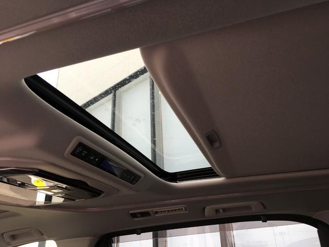 【サンルーフ】天気のいい日や星空を見て楽しんでいただくこともでき開放感のある車内空間となります。