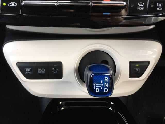 【シフトレバー】操作しやすいデザインとなっておりますので快適に運転していただけます。